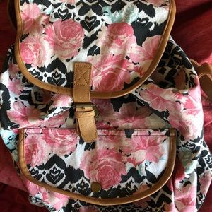 BROOKLYN BOUND KNAP SACK FLORAL  PRINT WITH STRAPS